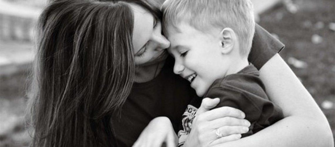 26-hug-mother-child-pohotogprahy