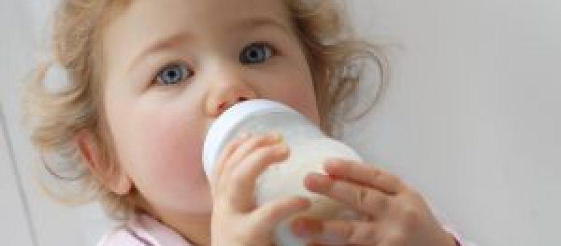 baby_drinking_milk11